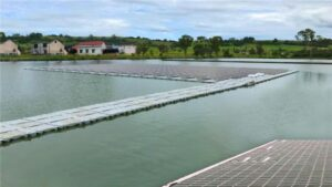 floating pv power plant system on water hdpe plastic blow molding on water 300x169